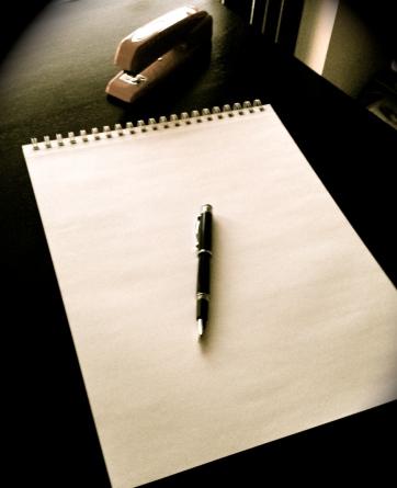 Somos_Marcas_pen-blank-paper